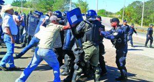 Policia-Nacional-pimienta-manifestantes-reabrieran_LPRIMA20170116_0103_34