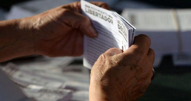 Venezolanos-exterior-votan-Maduro-FotoAFP_MEDIMA20170716_0145_31
