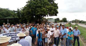 ganaderos-cerraron-via-puente-Villa_LPRIMA20170730_0029_35